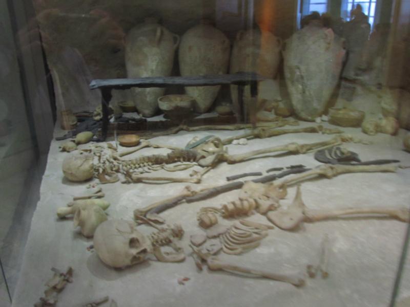 Skelette, weiß nicht wie alt!?