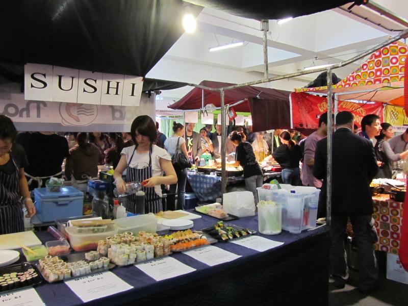 Sushi-Stand in der Markthalle.