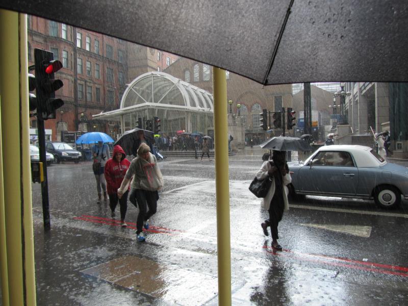 Regen at Liverpool Street Station