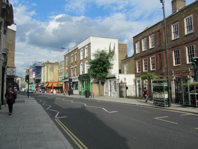 Stoke Newington Church Street mit Wegweiser.