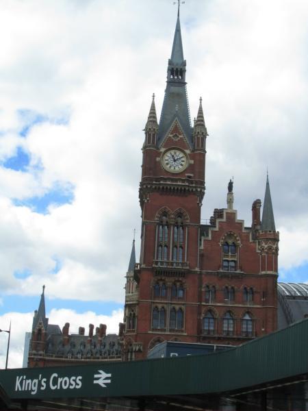 St Pancras mit King's Cross Bezeichnung.