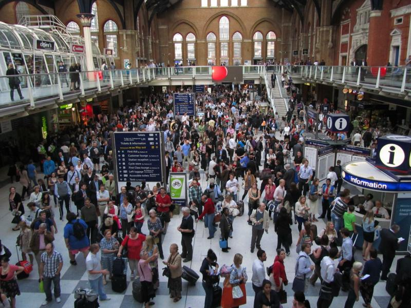 Bahnhof Liverpool Street Station an einem Freitagnachmittag.