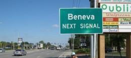 Beneva Road an der nächsten Ampel